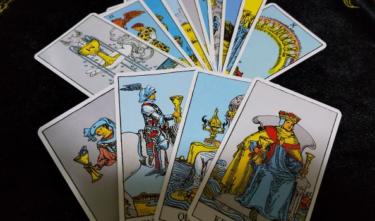 タロット占いカード小アルカナとは?カップの意味や基本的な解釈について!